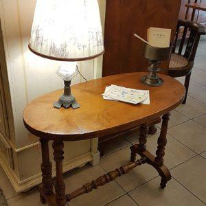 Tavolino ovale ottocento in legno di pioppo gambe a doppia colonna tornite raccordate da traversa tornita. Mobili antichi Siena e Firenze