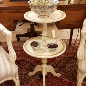 Tavolino servo muto a due ripiani circolari in legno di tiglio laccato a mano. Arredamento contemporaneo Siena e Firenze
