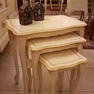 Tris di tavolini laccati a mano impacchettabili.Arredamento contemporaneo su misura Siena e Firenze.