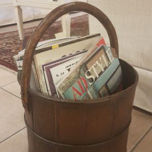 Porta riviste a cesto antico in legno di olmo rotondo. Mobili antichi Siena e Firenze