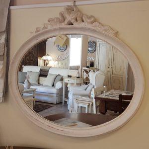 Specchiera con intaglio a forma di fiocco laccata a mano ovale. Arredamento contemporaneo su misura Siena e Firenze