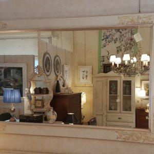 Specchiera laccata a mano rettangolare di nostra produzione con decori laterali.Arredamento contemporaneo su misura Siena e Firenze