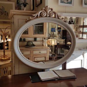 Specchiera ovale laccata a mano con intaglio foglia argento.Arredamento contemporaneo su misura Siena e Firenze