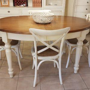 Tavolo ovale bicolore basamento laccato con piano in ciliegio naturale stile country chic allungabile. Arredamento contemporaneo su misura Siena e Firenze