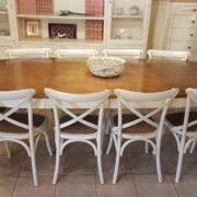 Tavolo ovale bicolore basamento laccato con piano in ciliegio naturale stile country chic allungabile. Con 2 allunghe.Arredamento contemporaneo su misura Siena e Firenze