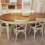 Tavolo ovale bicolore basamento laccato con piano in ciliegio naturale stile country chic allungabile. con un'allunga. Arredamento contemporaneo su misura Siena e Firenze