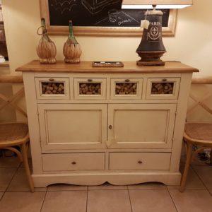 Credenza dispensa, portapasta in tiglio massello, laccata bianca con piano in legno.Arredamento contemporaneo su misura Siena e Firenze