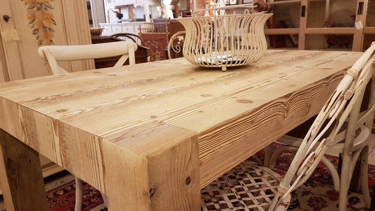Arredamento contemporaneo mobili country su misura siena for Tavolo legno antico allungabile