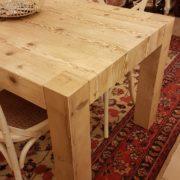 Tavolo rettangolare in legno di abete antico allungabile.Particolare gambe. Arredamento contemporaneo su misura Siena e Firenze