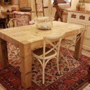 Tavolo rettangolare in legno di abete antico allungabile.Particolare laterale. Arredamento contemporaneo su misura Siena e Firenze