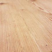 Tavolo rettangolare in legno di abete antico allungabile.Particolare piano. Arredamento contemporaneo su misura Siena e Firenze