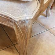 Coppia di poltrone Bergère in legno di rovere massello con imbottito in cotone color écru. La gamba. Arredamento classico contemporaneo Siena e Firenze