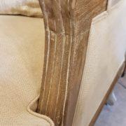 Coppia di poltrone Bergère in legno di rovere massello con imbottito in cotone color écru. il bracciolo. Arredamento classico contemporaneo Siena e Firenze