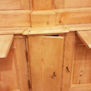 Libreria antica toscana in legno di abete metà Ottocento a doppio corpo con tre sportelli superiori e sette inferiori. La lesena. Mobili antichi Siena e Firenze