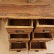 Cassettiera schedario in legno di abete vecchio composta da 18 cassetti rettangolari.I cassetti dall'alto. Arredamento classico contemporaneo Siena e Firenze