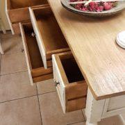 Consolle laccata a mano in legno di tiglio massello con piano piallato. Apertura cassetti.Arredamento classico contemporaneo Siena e Firenze