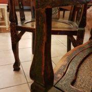 Coppia di poltrone pozzetto antiche coloniali, in legno di teak con finitura originale in verde inglese. Particolare del bracciolo. Mobili antichi Siena e Firenze
