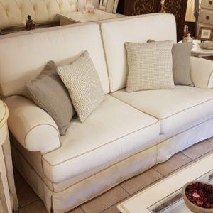 Divano Regent con seduta e schienale a due cuscini. Arredamento classico contemporaneo Siena e Firenze (2)