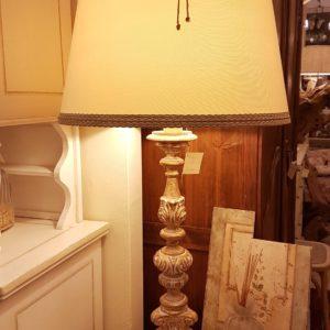 Lampada candelabro intagliata con laccatura in foglia oro sbiancata. Arredamento classico contemporaneo Siena e Firenze