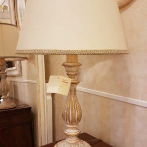 Lampada in legno intagliato con laccatura foglia oro sbiancata.Arredamento classico contemporaneo Siena e Firenze