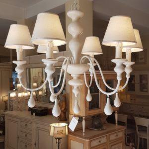 Lampadario a sei luci in legno tornito e ferro laccato bianco. Arredamento classico contemporaneo Siena e Firenze