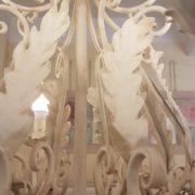 Lampadario in ferro laccato bianco a otto luci. Particolare lavorazione.Arredamento classico contemporaneo Siena e Firenze
