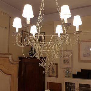 Lampadario in filo ferro laccato bianco a sei luci.Arredamento classico contemporaneo Siena e Firenze