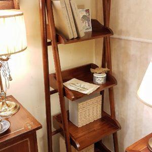 Libreria étager coloniale in legno di teak lucidata a gommalacca.Arredamento classico contemporaneo Siena e Firenze