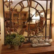 Orologio specchiera industrial in ferro con numeri in ottone1. Arredamento classico contemporaneo Siena e Firenze