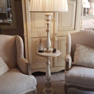Piantana in legno di tiglio con piano tavolino laccata a mano.Arredamento classico contemporaneo Siena e Firenze