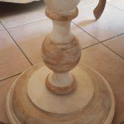 Piantana in legno di tiglio con piano tavolino laccata a mano.Particolare base.Arredamento classico contemporaneo Siena e Firenze