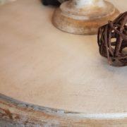Piantana in legno di tiglio con piano tavolino laccata a manoParticolare.Arredamento classico contemporaneo Siena e Firenze