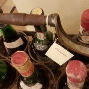 Porta bottiglie antico toscano in ferro zincato. Particolare dall'alto. Mobili antichi Siena e Firenze