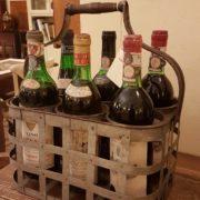 Porta bottiglie antico toscano in ferro zincato. Particolare della griglia. Mobili antichi Siena e Firenze