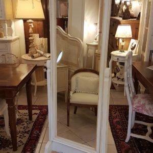 Specchiera da terra in legno di tiglio basculante laccata bianca. Arredamento classico contemporaneo Siena e Firenze