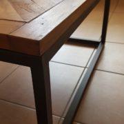 Tavolino con basamento in ferro e piano in legno antico massello.Particolare struttura in ferro.Arredamento classico contemporaneo Siena e Firenze