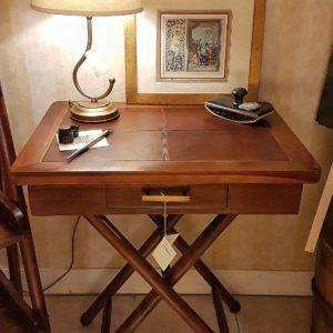 Tavolino scrittoio coloniale in legno di teak Piano in pelle.Arredamento classico contemporaneo Siena e Firenze