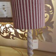 Coppia di lumi in legno laccato a torciglione.Particolare cappello. Arredamento classico contemporaneo Siena e Firenze