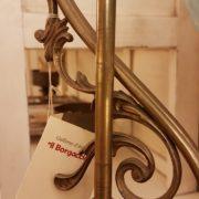 Lampada originale Decò base in ottone e bolle in vetro soffiato originaleParticolare. Mobili antichi Siena e Firenze