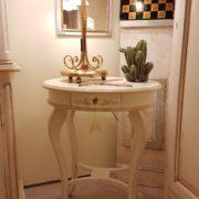 Tavolino ovale in legno di tiglio laccato a mano con cassetto. Arredamento classico contemporaneo su misura Siena e Firenze