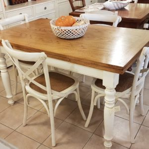 Tavolo Toscano allungabile con base laccata a mano e piano in legno di rovere naturale anticato.Mobili country Siena e Firenze