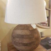 Lampada in legno di mango con base rotonda e paralume in cotone.Arredamento classico contemporaneo Siena e Firenze