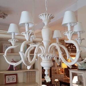 Lampadario in legno intagliato laccato bianco decapè a 6 luci.Arredamento classico contemporaneo Siena e Firenze