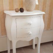 Coppia di tavolini comodini in legno massello di faggio laccati con 2 cassetti.Frontale.Arredamento classico contemporaneo Siena e Firenze