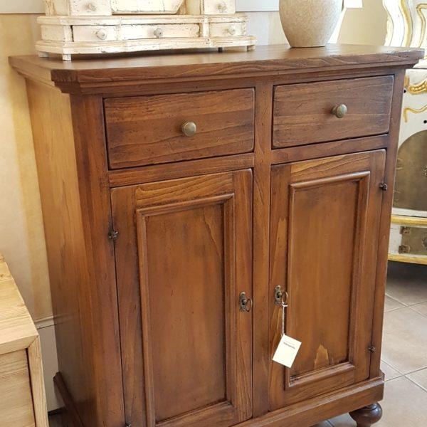 Credenza in legno di tiglio a due ante e due cassetti.Arredamento classico contemporaneo Siena e Firenze