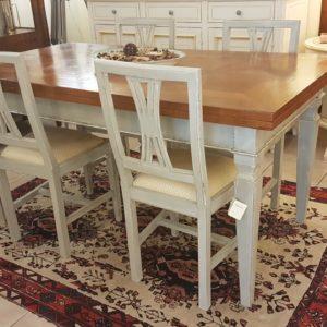 Tavolo con piano in noce con parquet antichi allungabile e basamento laccato.Arredamento classico contemporaneo Siena e Firenze