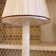 Coppia di candelabri antichi in ottone tornito dei primi del novecento.Particolare cappello.Mobili antichi Siena e Firenze