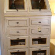 Cassettiera Credenza in legno di tiglio laccata a mano.Arredamento classico contemporaneo Siena e Firenze