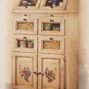 Cassettiera Credenza in legno di tiglio laccata a mano.Versione con 4 sportelli.Arredamento classico contemporaneo Siena e Firenze