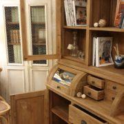 Credenza con alzata a vetrina in legno di teak antico riciclato.Aperta.Arredamento classico contemporaneo Siena e Firenze
